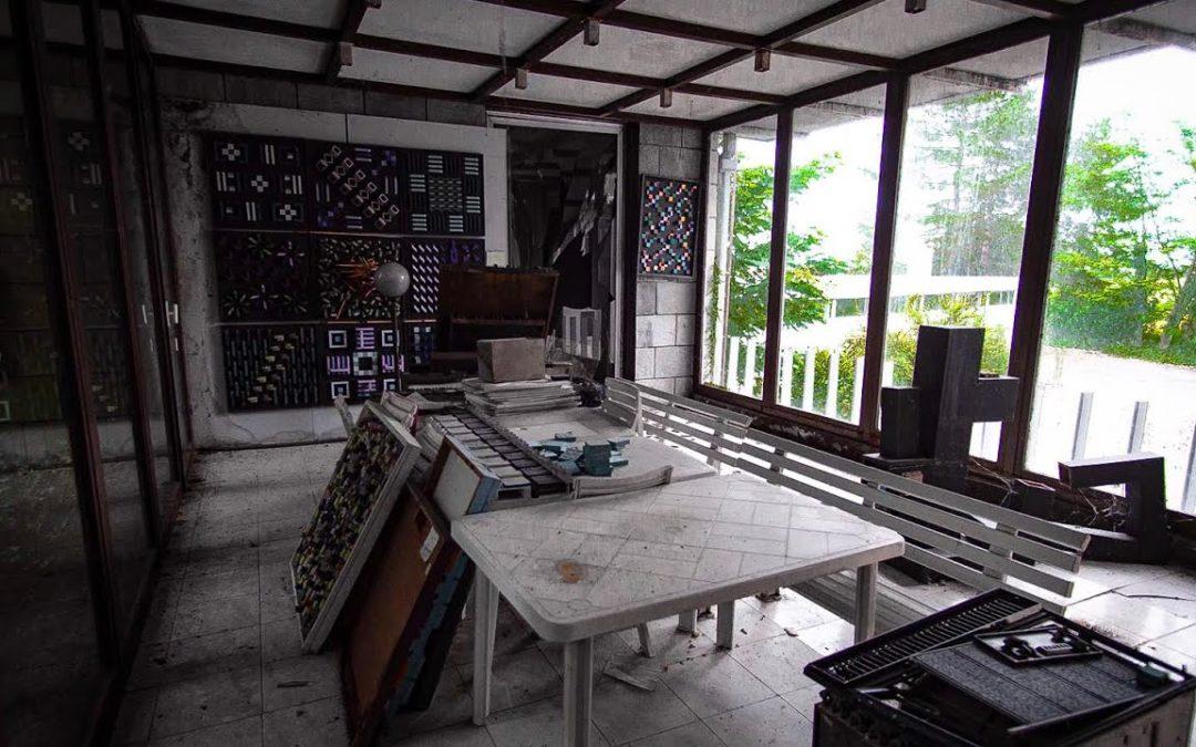 HOME OF A MODERN ARTIST